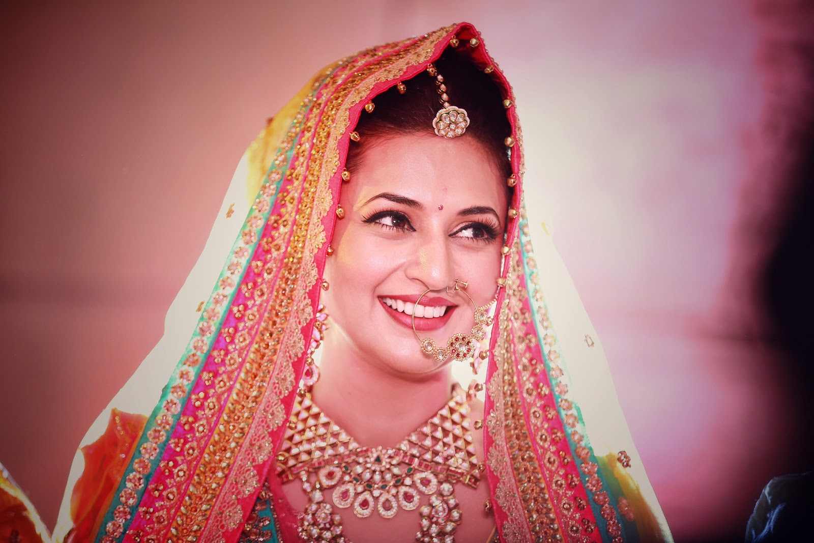Divyanka Tripathi Photos and HD Wallpapers