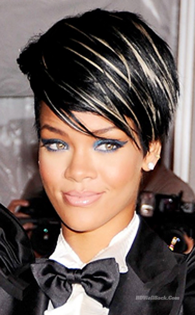 35+ Cool And Modish Pictures Of Rihanna