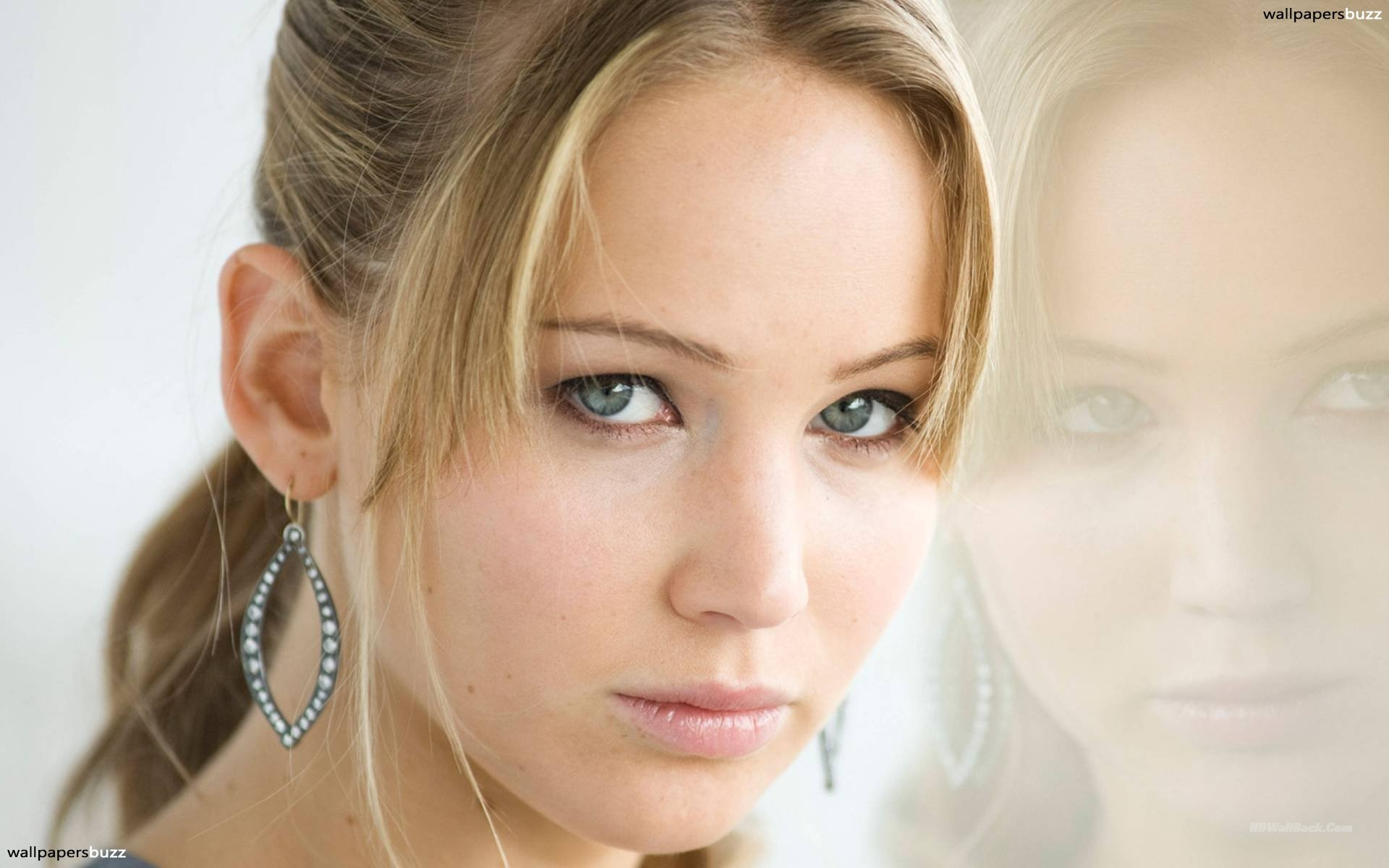 jennifer lawrence lips