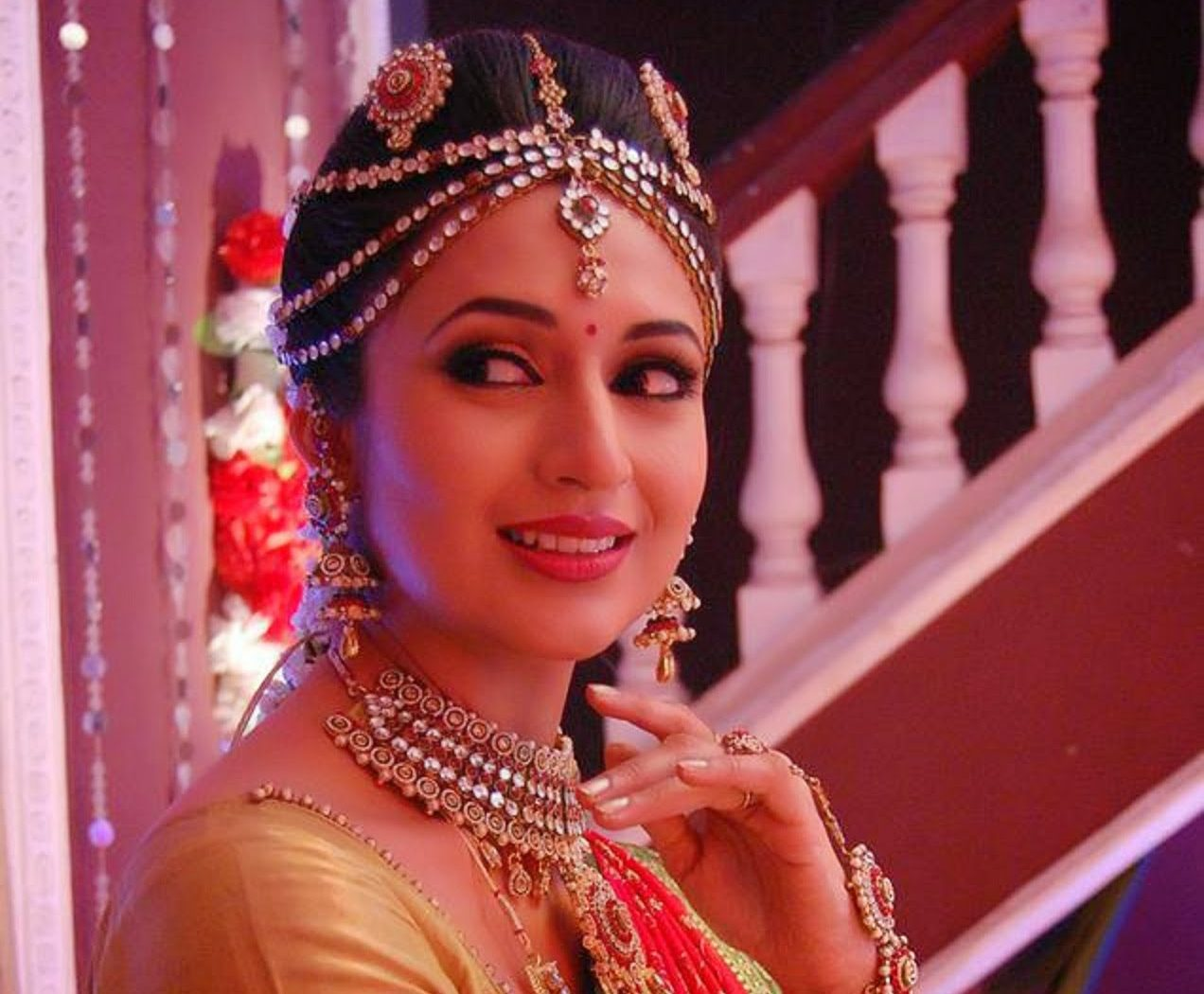 Divyanka Tripathi Beautiful Hd Wallpaper Hd Wallpapers Hd Backgrounds Tumblr Backgrounds Images Pictures